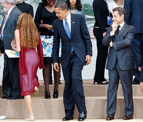 obama-checking-out-butt