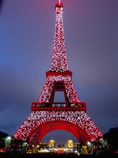Eiffel in Christmas lights1