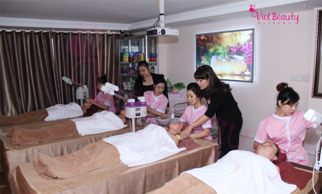hinh anh lop cham soc da spa VietBeauty Academy 2