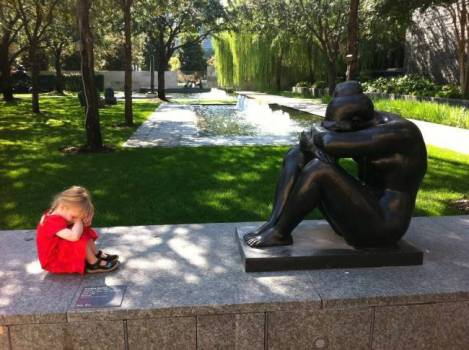 children-who-know-how-to-take-pictures-with-monuments-05