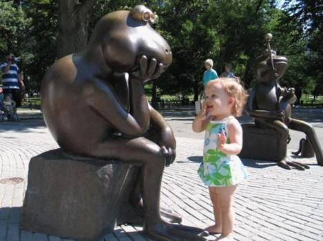 children-who-know-how-to-take-pictures-with-monuments-13