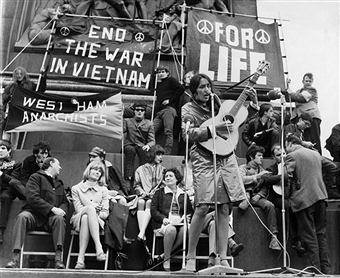 joan-baez-65-anti-vietnam-war-protest